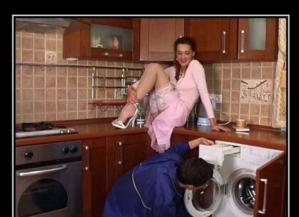 очень русская домохозяйка не устояла перед сантехником думала