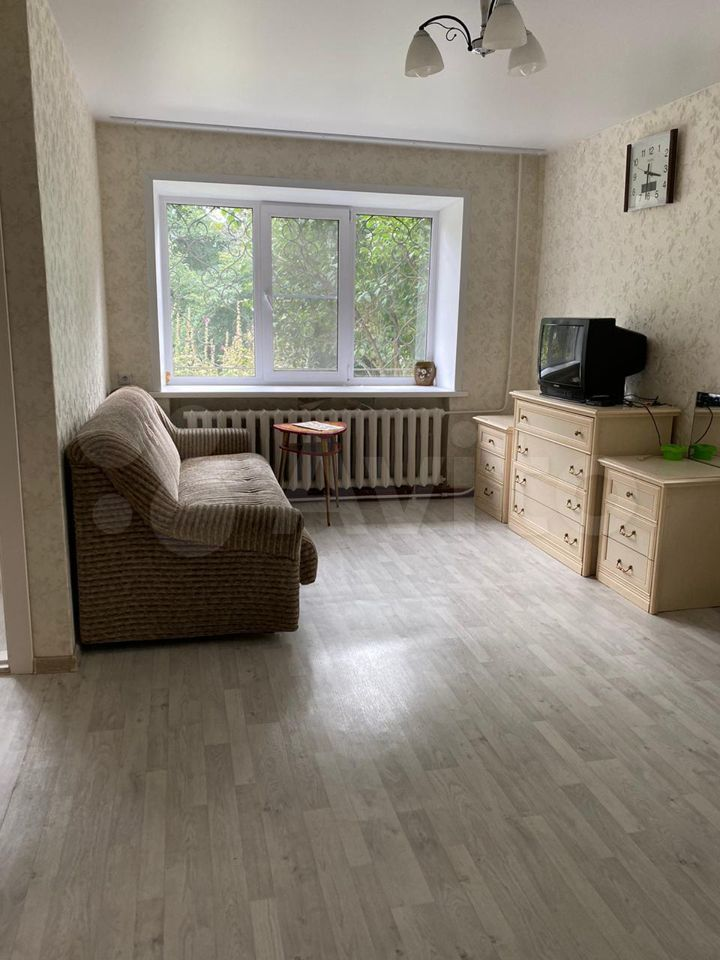 1-room apartment, 31 m2, 1/5 floor  89833920522 buy 4