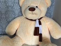 Плюшевый огромный медведь